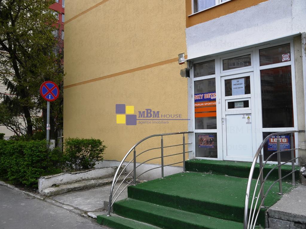 spatiu comercial intrare din strada VlahutaItc